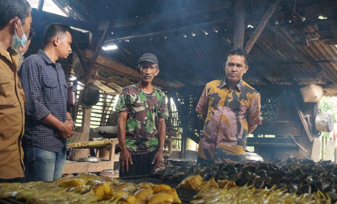 Ali Imron Meninjau Sentra Ikan Asap di Desa Kebondamar, Lampung Timur